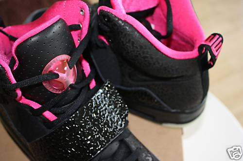 nike-air-yeezy-black-pink-04